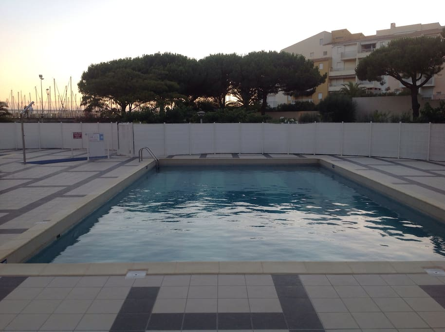 Studio sur le port avec piscine apartments for rent in for Piscine cap d agde