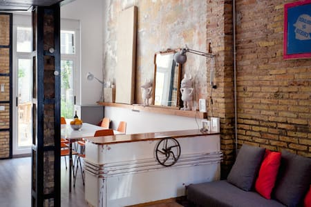 Charming & arty recycled-style loft - Valencia