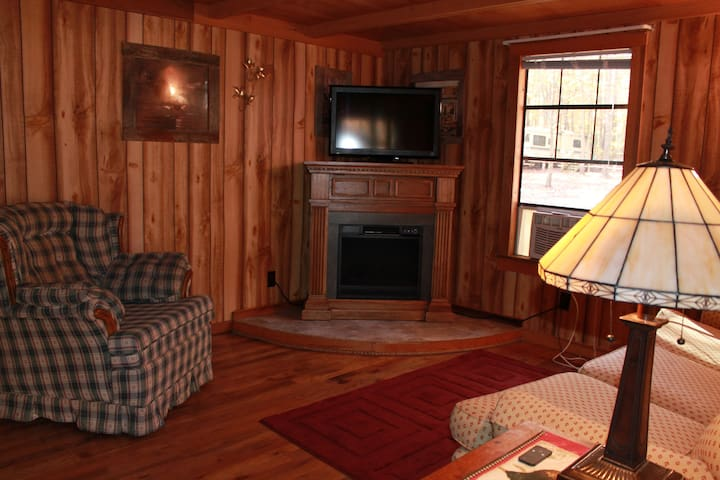 Country Cabin at Campground - Crossville - กระท่อม