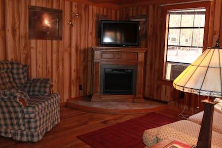 Country Cabin at Campground - Crossville - Blockhütte