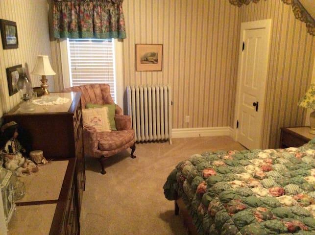 Pleasant Place Inn B&B Granny's Rm