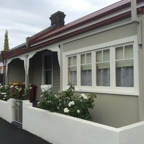 Cozy Cottage Close To Cafe's - Launceston - Dům