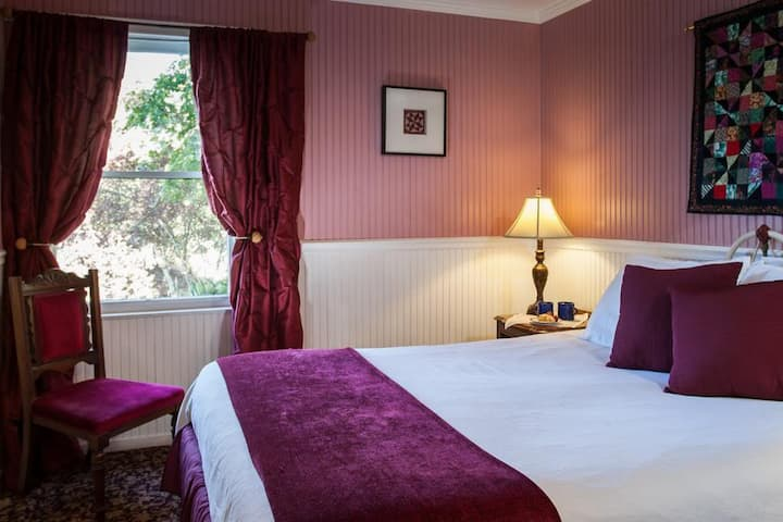 Superior Queen - Yountville Room at Wine Way Inn