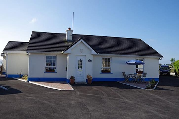 Three bedroom house in Connemara - Carraroe