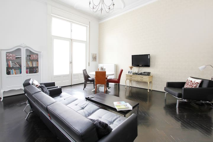 Elegance by the Basilica and Danube - Budapest - Apartment