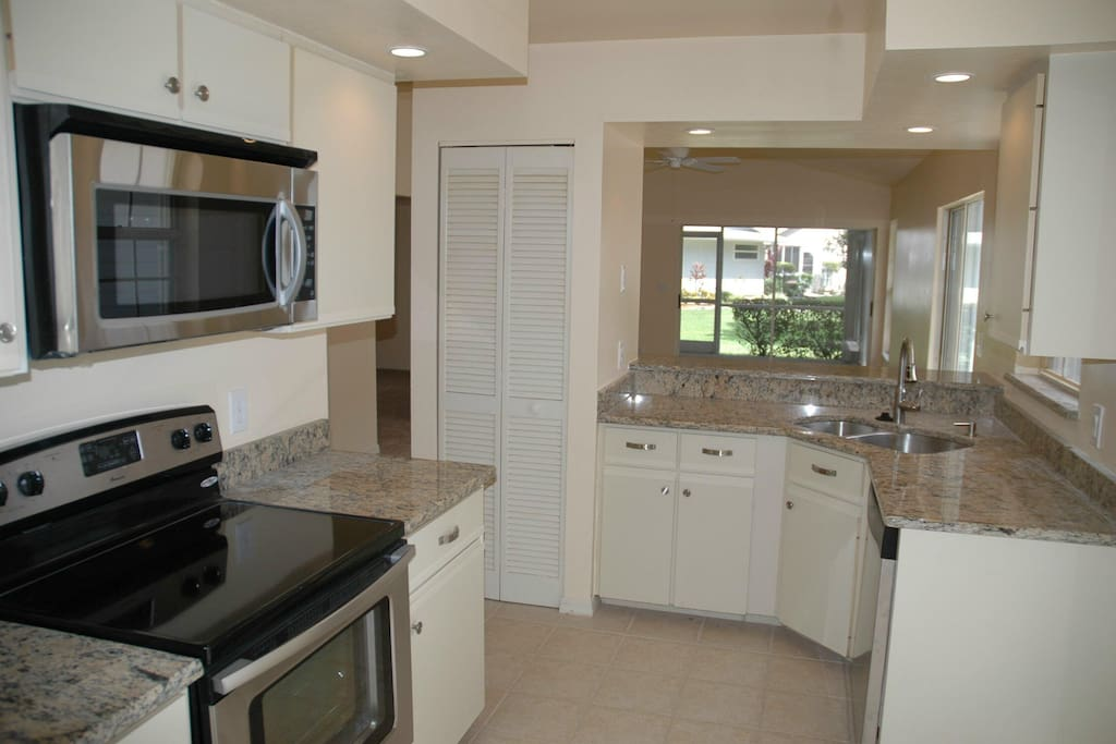 all electric stainless appliances, granite counters