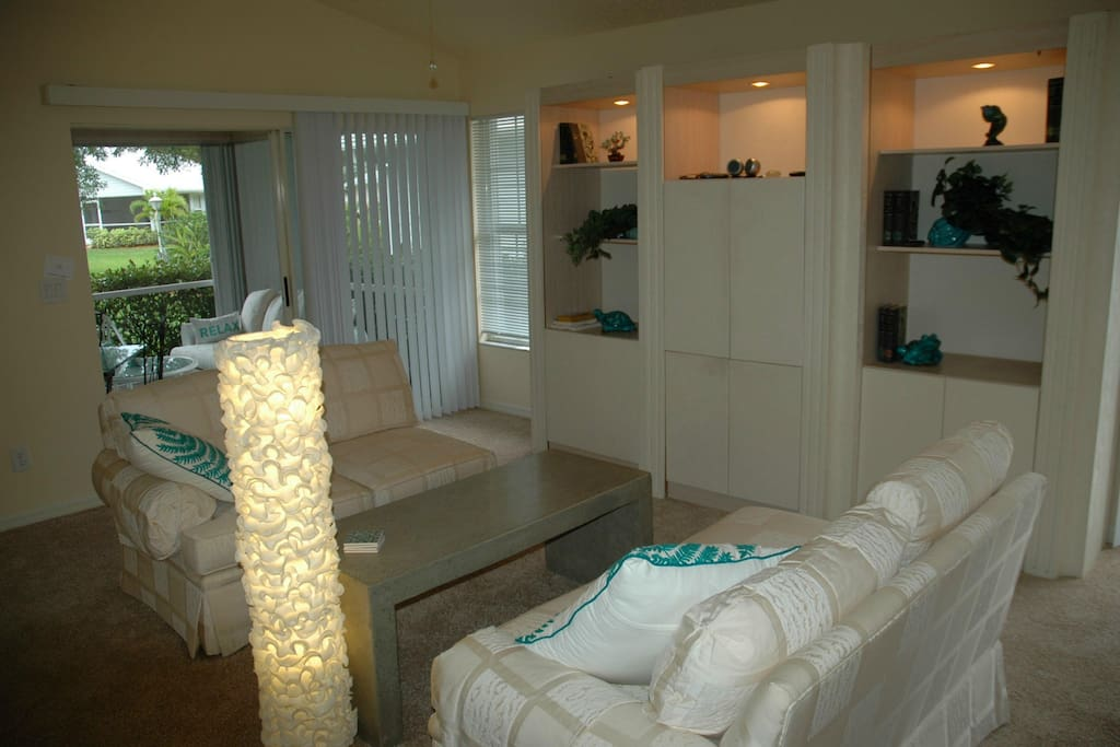 opens to Lanai and greenspace, flat screen cable TV