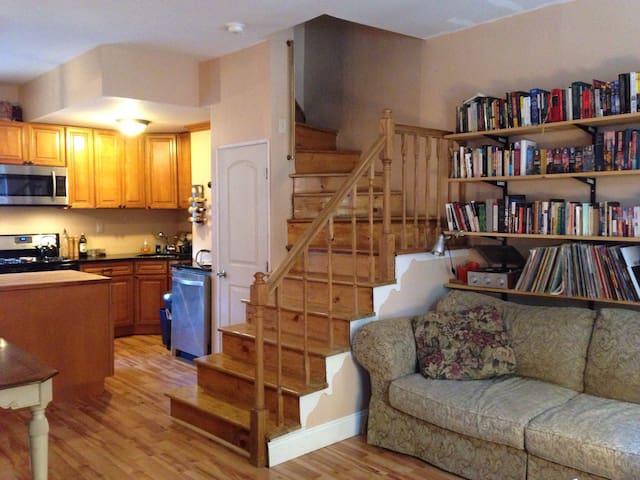Cozy 3 Bedroom House in Bella Vista - Philadelphia - Casa