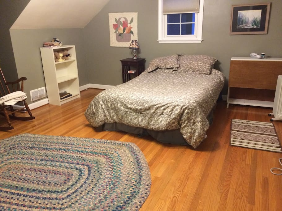 Room with double bed and separate A/C