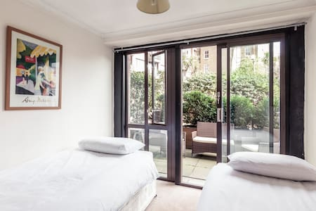 Twin/Double room with terrace access (Room 2) - London - Apartment