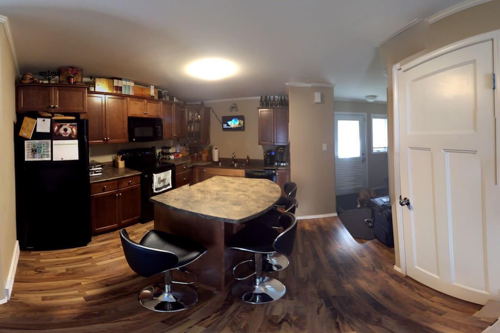 Kitchen space to cook your chef-hearts desire -Also with Media / Internet access