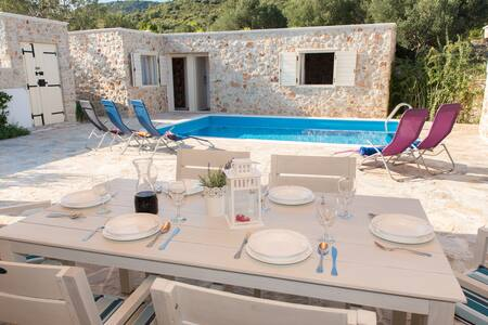 The picturesque stone holiday house with pool - Vinišće