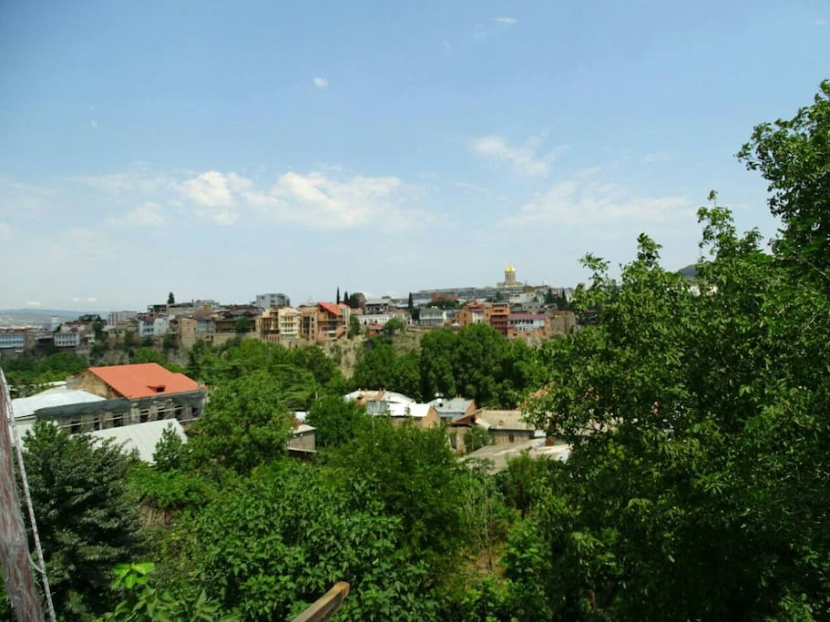вид с балкона на кафедральный собор Самеба   view from a balcony on a cathedral of Sameba