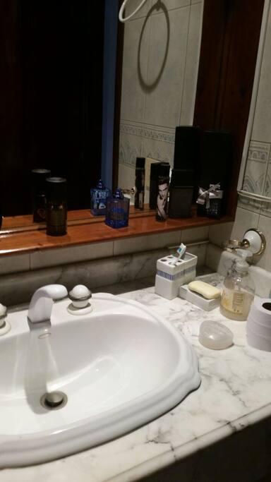 Baños en marmol,ducha