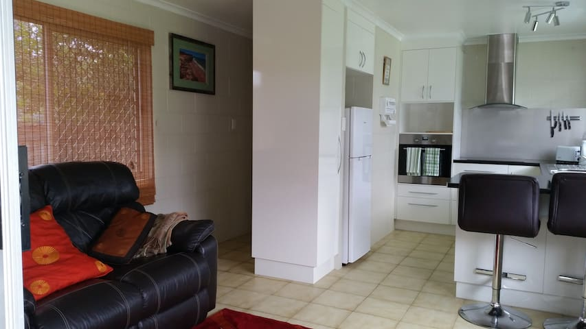 Apartment, Cairns, Qs bed, separate, selfcontained