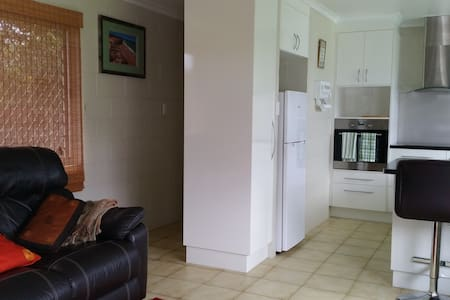Quiet,everything you need 1bed Unit - Manunda, Cairns  - Leilighet