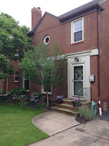 Charming Home Near Case/UH/CCF - University Heights