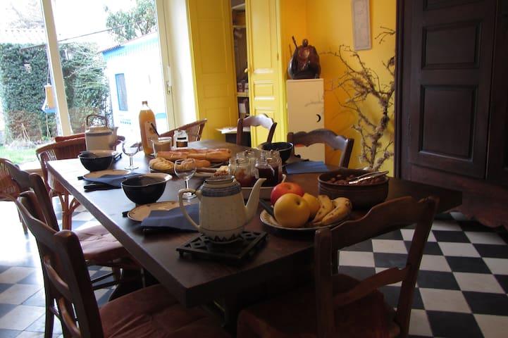 Chambre hôtes Laurent Besset Jardin - Die - Bed & Breakfast