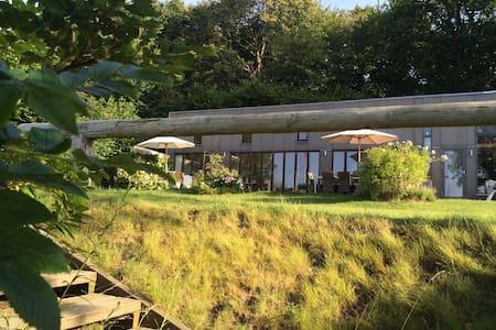 Fantastisk sommerhus meget meget tæt på stranden - Haarby - Rumah