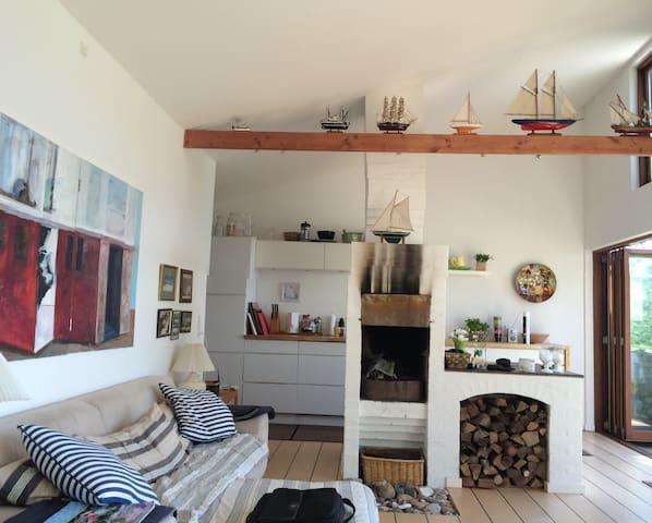 Fantastisk sommerhus meget meget tæt på stranden - Haarby - Casa