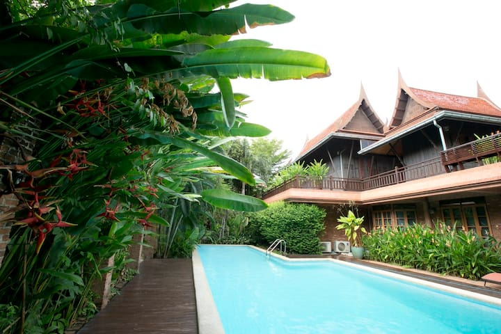 Tewa Boutique Hotel - Laksi - Bed & Breakfast