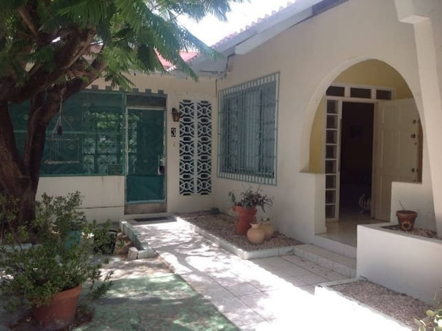ARUBAN COTTAGE NEAR THE SEA FOR 1-4 PERSONS