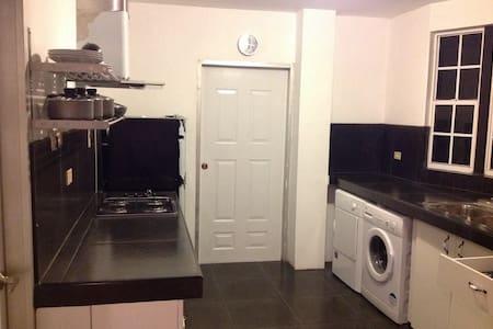 Executive Apartment Fully Furnished - Mayaro - Daire