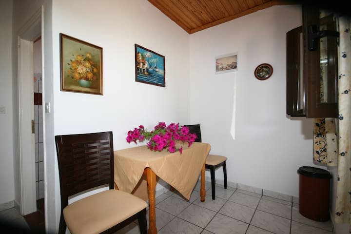 Studio in beautiful garden  ELENI FAMILY APARTMENT - Sidari - Apartemen