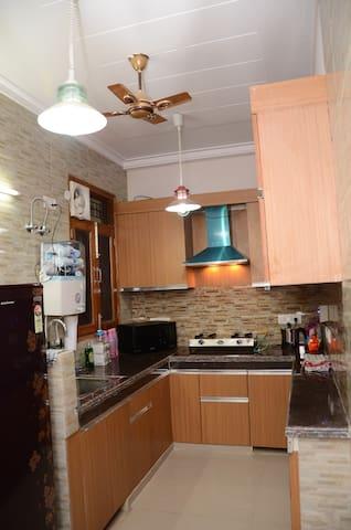 One bed,living,kitchen apartment - Újdelhi - Lakás