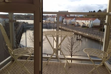 Quiet riverside retreat, South Shields, 2 bedrooms