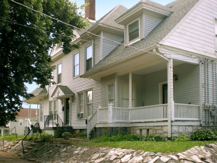 Affordable, 875 Sq Ft, 2BR, Alton IL Extended Stay