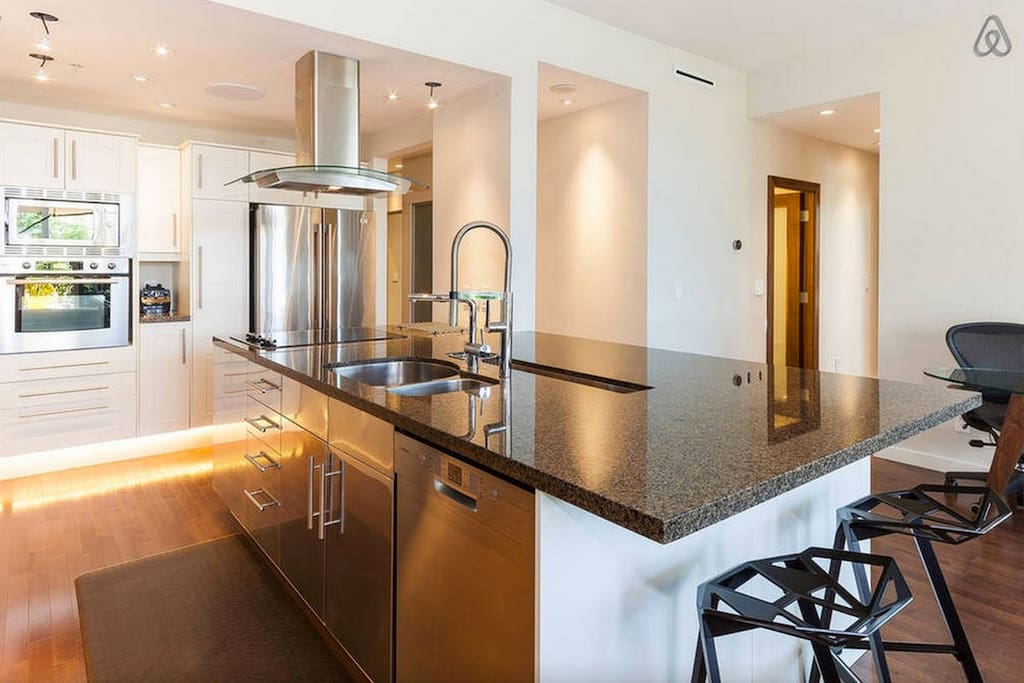 vancouver kitchen island yaletown condo patio water view flats for rent in 15311