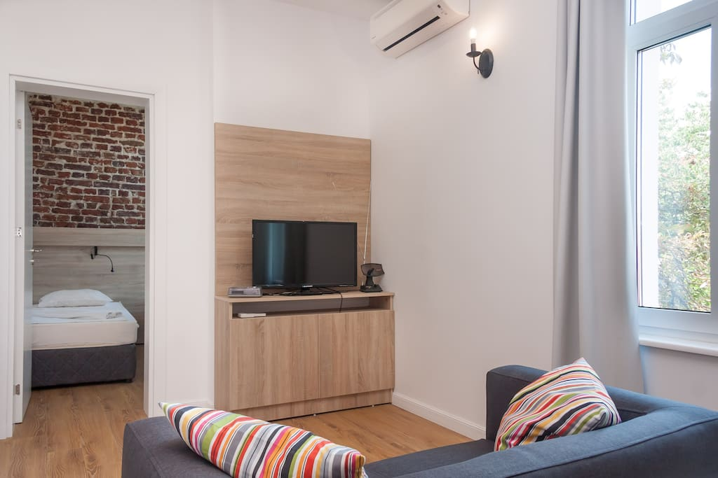 """A/C in the living room that heats and cools the place.  32"""" LED TV with over 160 Italian, German, French and English channels."""