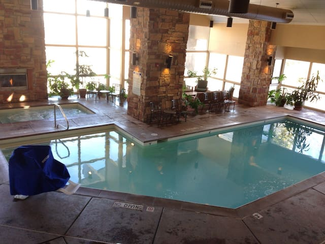 Luxury Ski Condo Pool,Hot tub,Gym