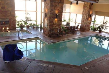 Luxury Ski Condo Pool,Hot tub,Gym - Brian Head