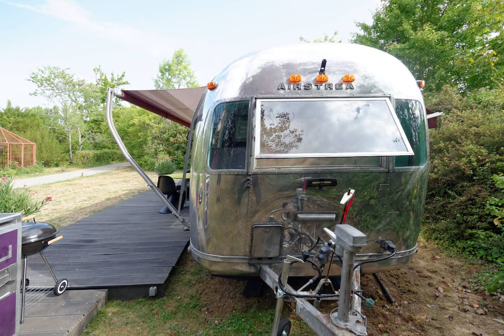 caravane am ricaine airstream campers rvs for rent in saintry sur seine le de france france. Black Bedroom Furniture Sets. Home Design Ideas