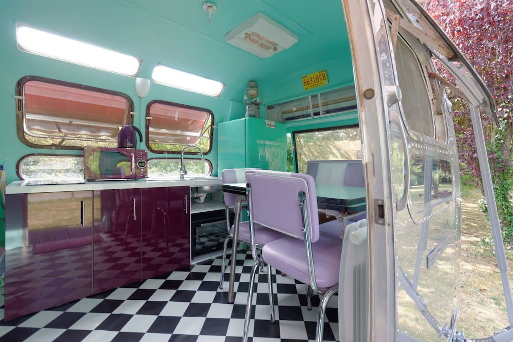caravane am ricaine airstream campers rvs for rent in. Black Bedroom Furniture Sets. Home Design Ideas