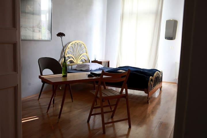 Sonniges Zimmer mit Balkon - Halle (Saale) - Apartamento