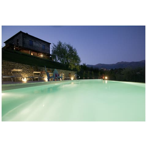 Infinity pool with Bagnone valley views