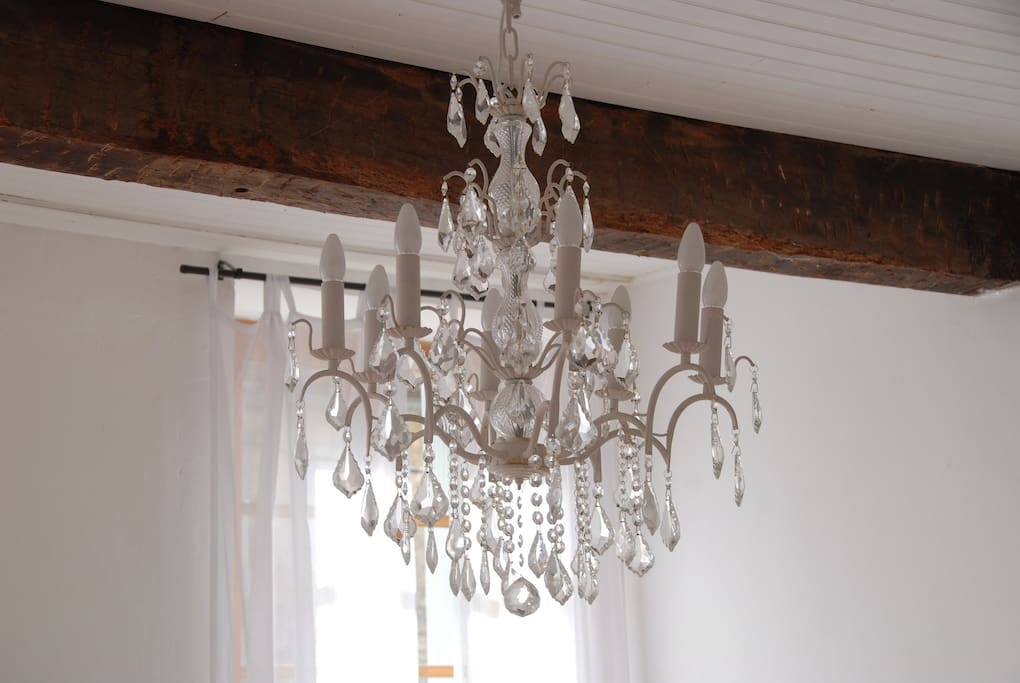 Pretty chandelier with dimmer switch