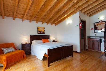 Suite Elaina, Miradouro da Papalva - Lajes Do Pico - Bed & Breakfast