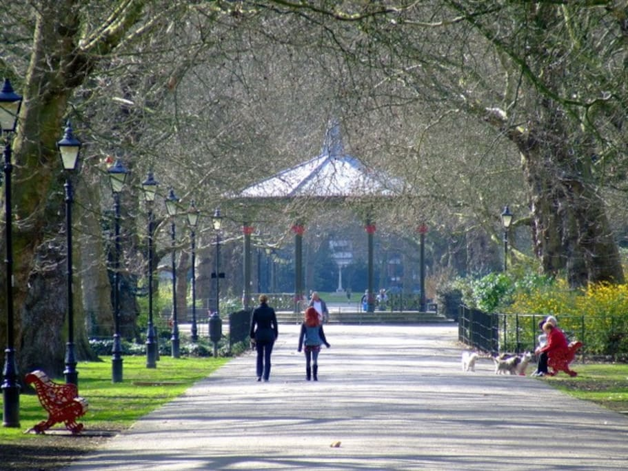 Walking towards the famous Band Stand in Royal Batersea Park. A close walk from the Apt.