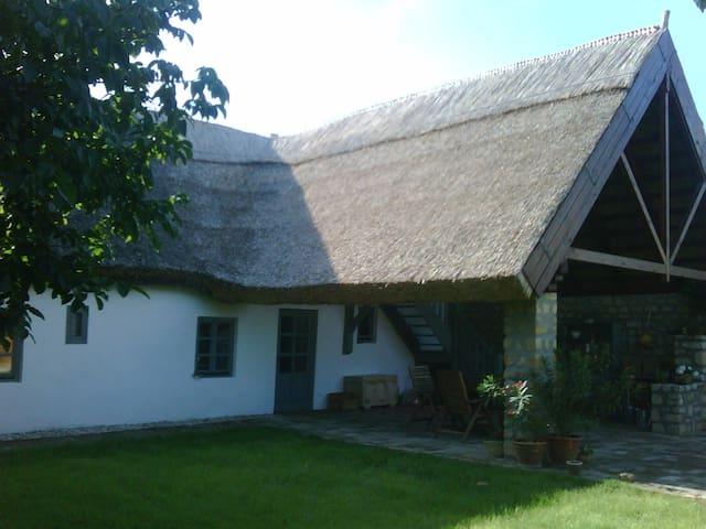 Nádtetős ház Gyenesdiáson - Gyenesdiás - Casa