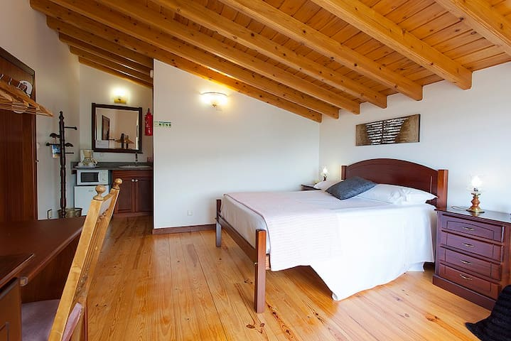 B&B Suite Jasmine ,Miradouro da Papalv Guest House - Lajes Do Pico - Bed & Breakfast