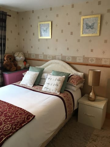Comfy double bedroom with complimentary breakfast