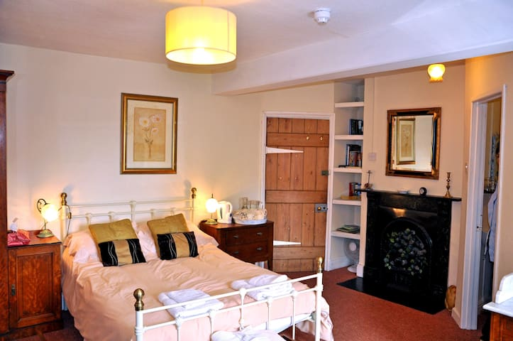 Pen-y-dre Farmhouse Bed & Breakfast - Abergavenny