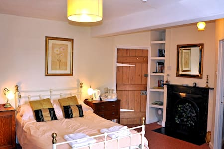 Pen-y-dre Farmhouse Bed & Breakfast - Abergavenny - Bed & Breakfast