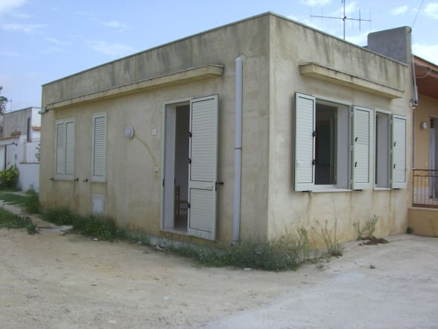 Kleines 2-Zimmer Häuschen Nähe Meer - Petrosino - Rumah
