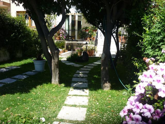 B&B Villafiorita - Camera Blu - Cagliari - Bed & Breakfast