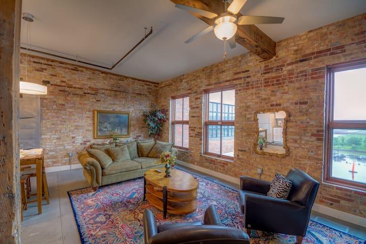 Charlie's Penthouse-Novelty Lofts